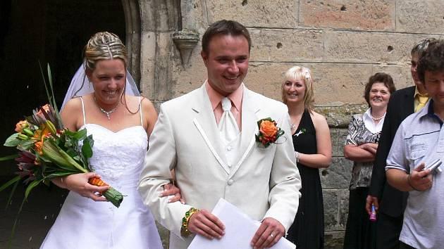 Z romantické svatby na Kosti novomanželů Štormových.