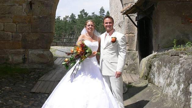 Romantická svatba na hradu Kost.