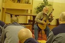 Štěpán Rak zpíval ve věznici.
