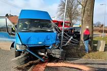 Po dopravní nehodě u Milovic zůstal jeden zraněný