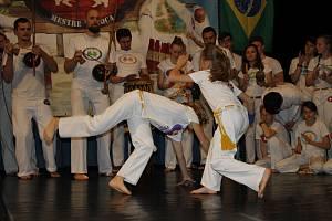 Akrobacie, tanec, bojový sport...to všechno je capoeira. V Hořicích soutěžily děti z celé republiky.