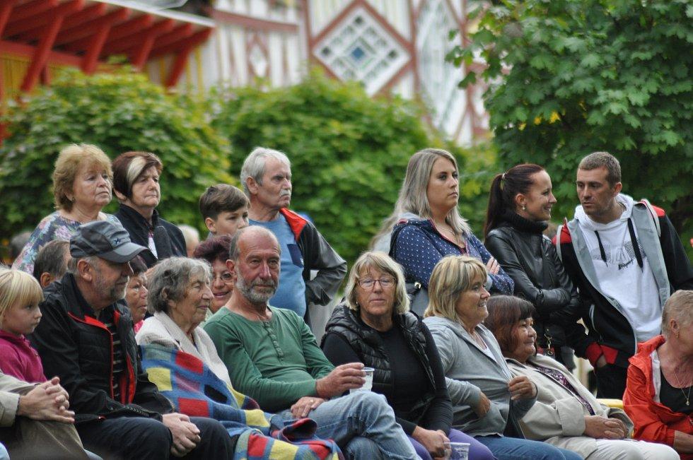 Z ukončení sezony na přírodním koupališti Dachova se tradičně stalo příjemné společenské setkání.