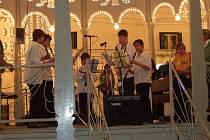 Koncert žáků hořické ZUŠ v italském Vieste v roce 2008.