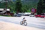 Dan jede jako dráha, překonal už polovinu trasy a blíží se k cíli.
