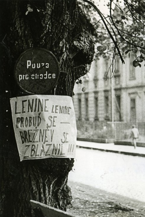 Jičín roku 1968, Revoluční ulice.