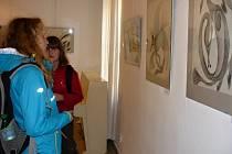 Výstava medijních kreseb v Suchardově domě.