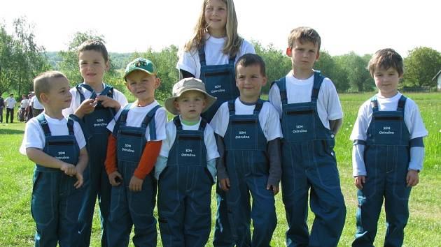 Mladí ostruženští hasiči.