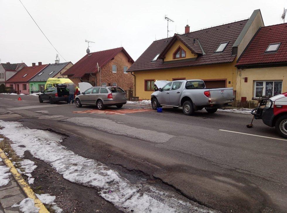 Dopravní nehoda tří osobních vozidel v Jičíně.
