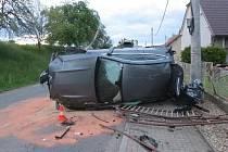 Za nehodou byl alkohol, škoda na autě je 2 miliony