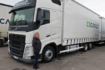 Alexandra Jindrová je zkušenou řidičkou kamionu.