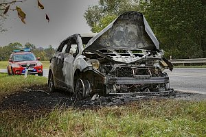 Požáru osobního automobilu v obci Dolní Lochov.
