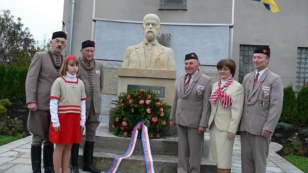 Z odhalení Masarykova pomníku ve Valdicích.