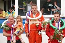 Vítězové závodu divize D5. Prvenství vybojoval  Lubor Zívr z Lázní Bělohradu,  druhý skončil Vlastimil Svoboda,  a jako třetí projel cílem Michal Havran.