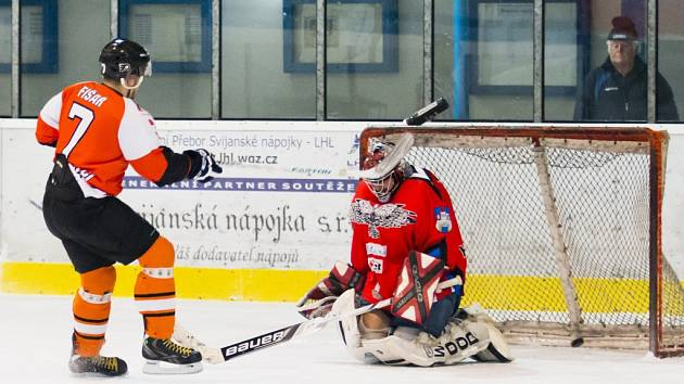 O vítězství týmu HC Čeští Letci v prvním semifinále rozhodl tímto úspěšným nájezdem Daniel Fišar.