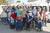 Stacionář Kamarád má automobil pro přepravu handicapovaných.