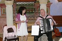 Pavel Koren zazpíval v jičínské synagoze.