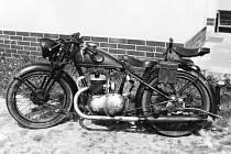 Motocykl značky Triumph B200 z roku 1938.