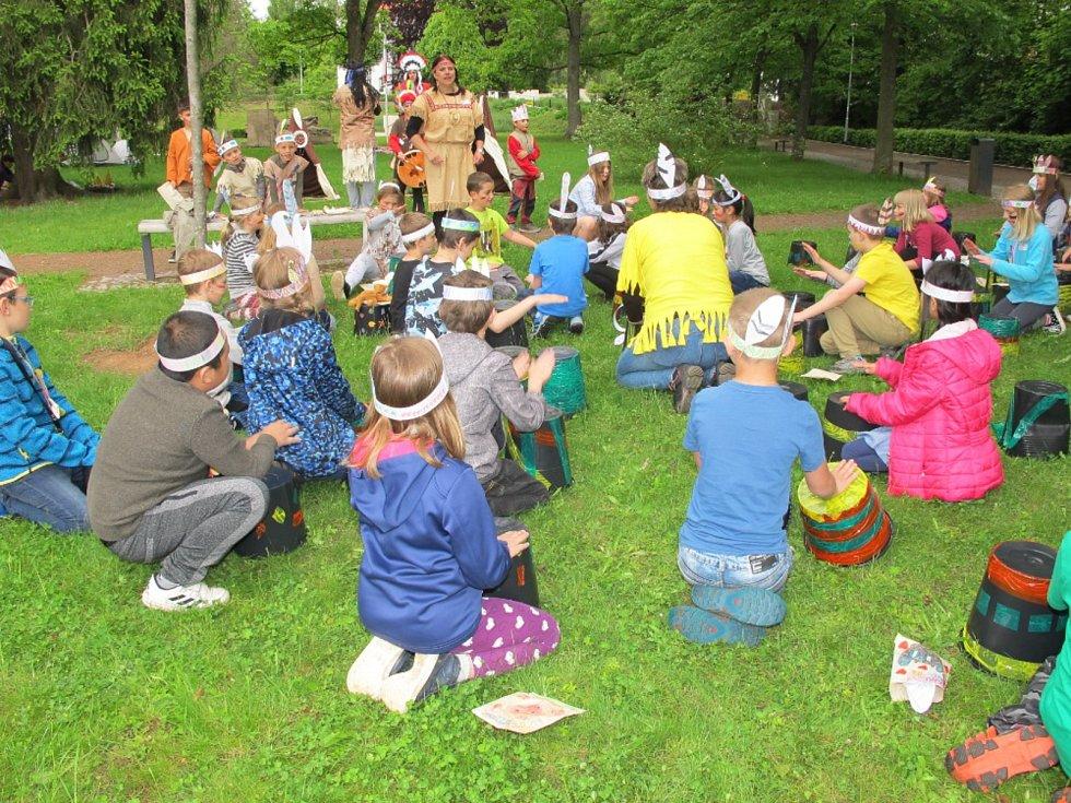 Dětský den v indiánském stylu si všichni užili.