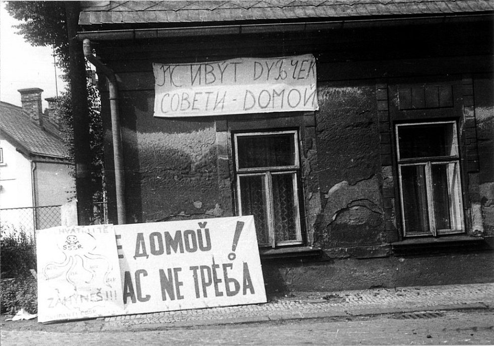 Nápisy v roce 1968 vyzývaly Rusy k návratu domů.