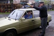Z policejní akce kontrolního měření rychlosti.