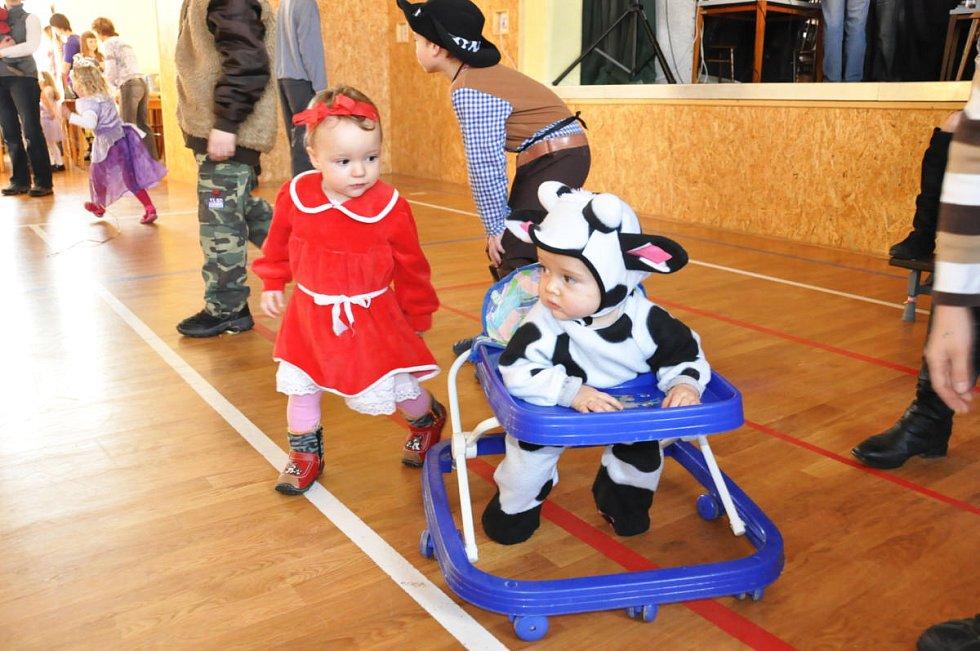 Dětský maškarní karneval v Čisté u Horek.
