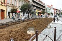 Předláždění části hořického náměstí.