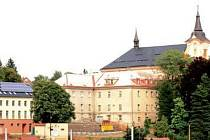 Areál novopackého kláštera.