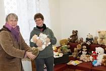 Sbírka medvídků na výstavu v Nové Pace.