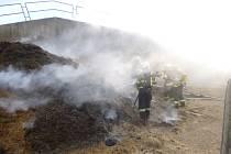 Požár v Bukovině u Pecky naštěstí hasiči zkrotili dříve, než mohl napáchat rozsáhlé škody.