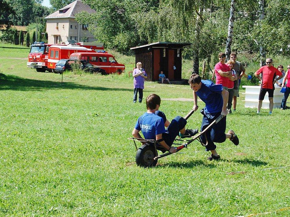 Ze soutěže hasičů O dřevěnickou jitrnici.