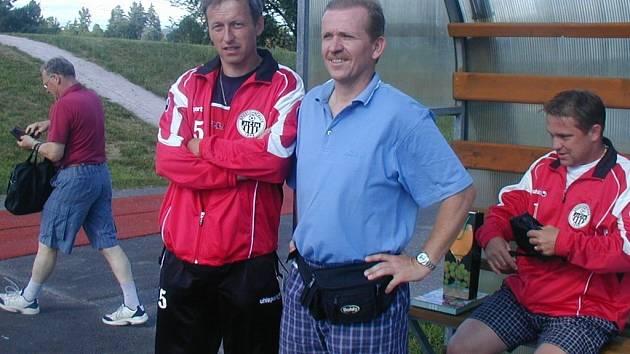 Jičínské fotbalisty přivedli k úspěchu trenéři Roman Mikolášek (vlevo) a Jaroslav Matějka.
