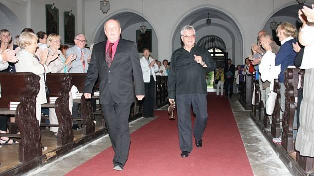 Jaroslav Kejmar a Aleš Bárta byli za své hudební vystoupení odměněni ovacemi ve stoje.