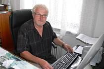 Ředitel hořické Obchodní akademie Jaroslav Kotrbáček.