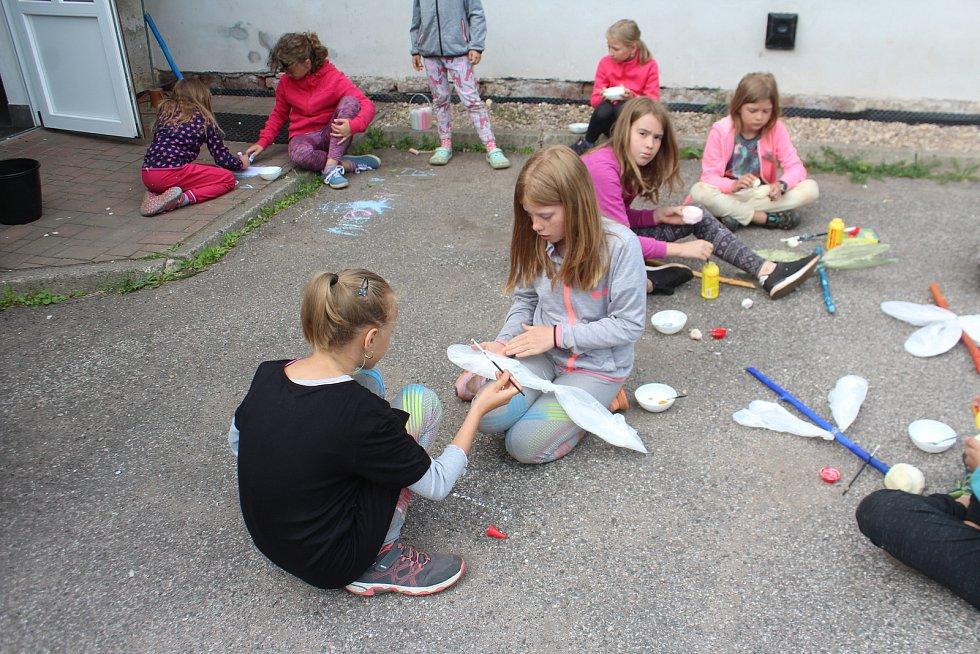 Letní dílny pro děti a mládež v Roškově na Novopacku.
