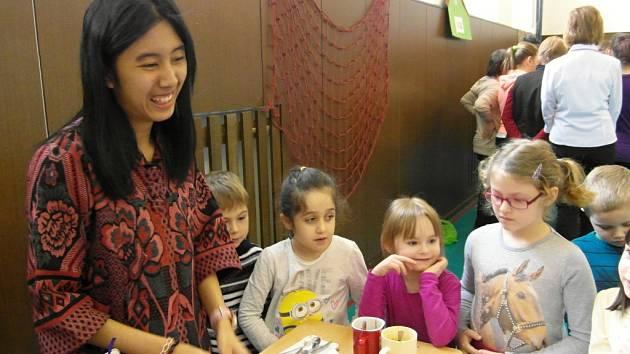 Zahraniční studenti v peckovské škole v rámci projektu Edison.