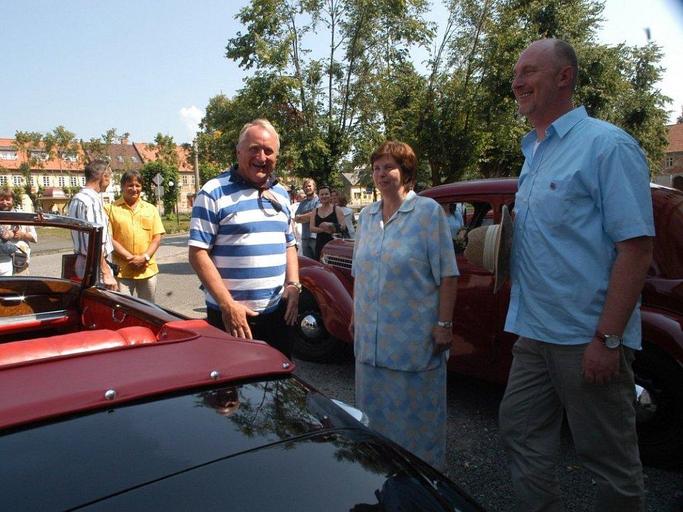 Pavel Bradík se starostkou Železnice Olgou Jakubcovou.