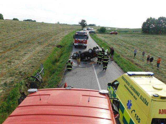 Dopravní nehoda uSvatojánského Újezdu si vyžádala dvě zraněné osoby.