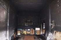 Hasiči z Jičína likvidovali požár autodílny