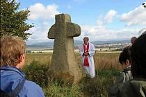 Kříž na Veliši stojí od roku 1999.