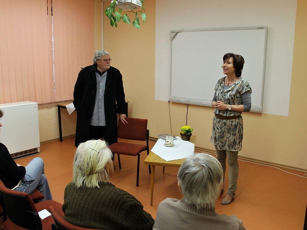 Z návštěvy Jana Kačera v hořické knihovně.