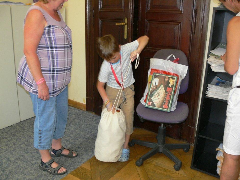 Vašík Kraus z Valdic také daroval hračky.