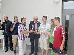 Ze slavnostního otevření nově bělohradské sportovní haly.