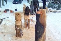 Zimní dřevosochání v Mańovicích.
