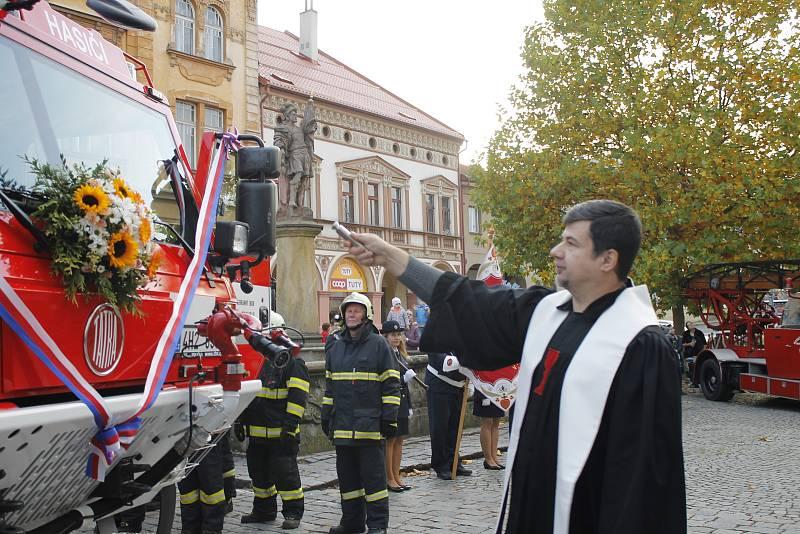 Slavnostní uvedení do provozu ani nemohlo proběhnout jinde než u kašny sv. Floriána.