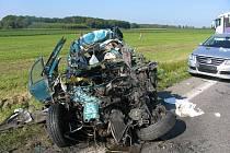 U Úlibic došlo k tragické dopravní nehodě, kdy osobní automobil narazil do protijedoucího nákladního. Devětačtyřicetiletý řidič fiatu byl na místě mrtev.