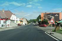 Opravená silnice v Úlibicích.