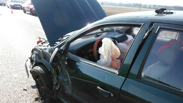 Při nehodě u Ostroměře se zranila jedna osoba.
