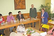 Beseda s kubánským chargé d'affaires Fermínem Gabriel Quiňones Sánchezem.
