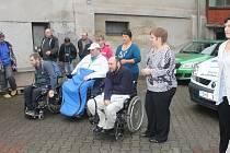 Z předání nových vozů sdružení Sportem proti bariérám.