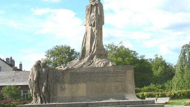 Husův pomník v Hořicích.
